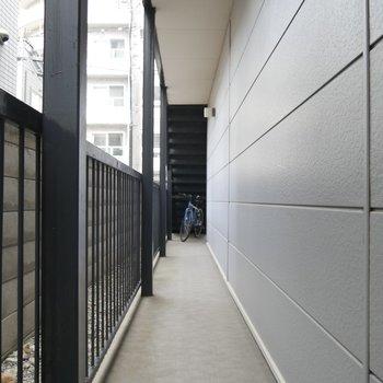 1階の廊下を歩いてつきあたりがお部屋です◎
