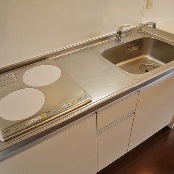 ゆったりサイズで調理もしやすい!※写真は同タイプの別室。