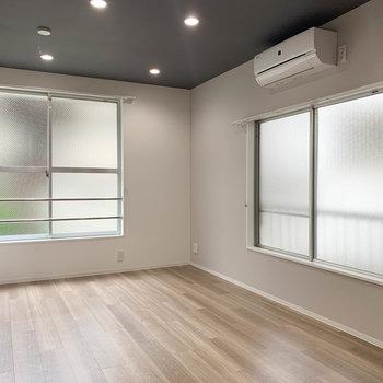 【LDK】さて、まずはリビング側から。窓多めです。