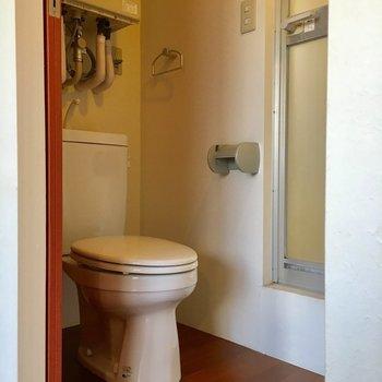 トイレが脱衣所かわり。※写真は3階の反転間取り別部屋のものです