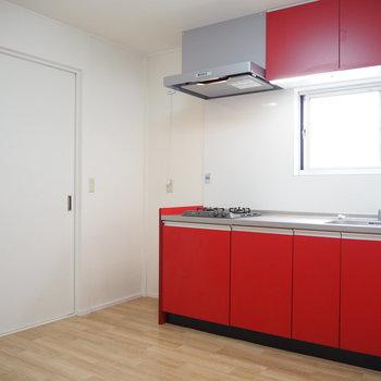 DK】赤色のキッチンが映えますね〜