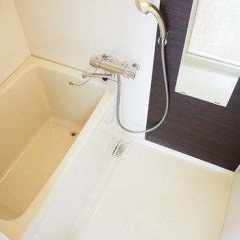 お風呂です。シャワーラック付き!