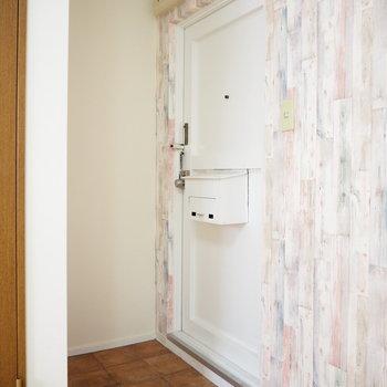 玄関です。手作り感のあるポストが可愛い!