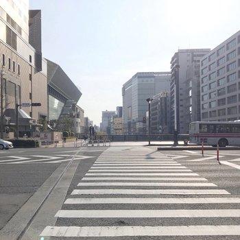 近くの大通り。まっすぐ行くと中洲川端駅です。