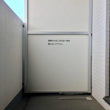 きれいなバルコニー※写真は5階の似た間取り別部屋のものです