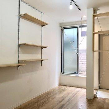 棚にはサボテン置きたいなあ※写真は1階の同間取り別部屋のものです