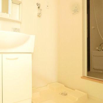 室内に洗濯機を置けます。※写真は3階の同間取り別部屋のものです