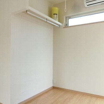 オープンなクローゼット。※写真は3階の同間取り別部屋のものです