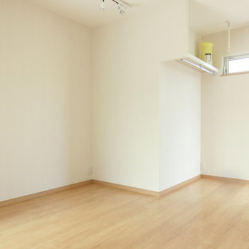 ベッド置けそう〜。※写真は3階の同間取り別部屋のものです