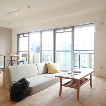 【家具イメージ】こんだけ大きなリビングだと欲しかった家具も思いのまま!