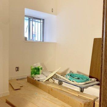 工事中】寝室も無垢床張り終えてますね