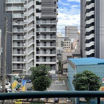 4階ですが目の前は駐車場で視界は抜けています