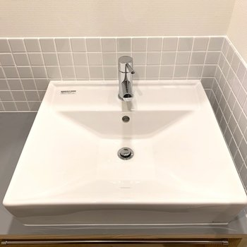 スクエア型の洗面台は珍しいですよね!