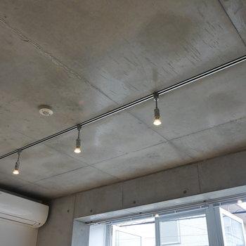 【ディテール】天井。ライティングレール。