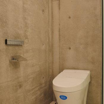 タンクレストイレがあります。