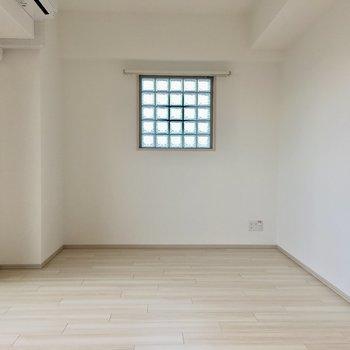 ブロックガラスがお部屋のアクセントに◎(※写真は10階の反転間取り別部屋のものです)