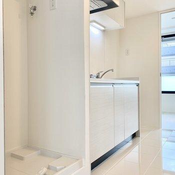 洗濯機置き場はキッチン横に