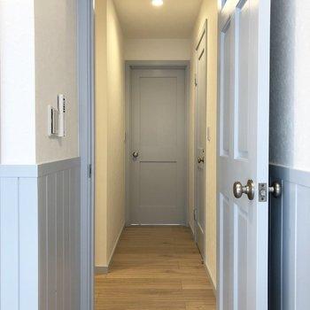 廊下を通って、もう一つの洋室を見に行きます。