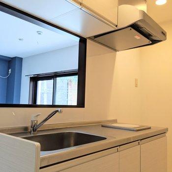キッチンもホワイトで統一感。