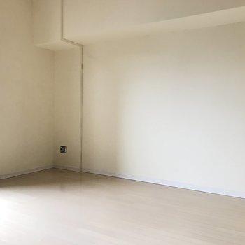 ゆとりある1人暮らしが送れそう。(※写真は9階の同間取り別部屋、清掃前のものです)