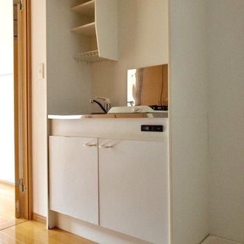 廊下を出てすぐのところにキッチン。