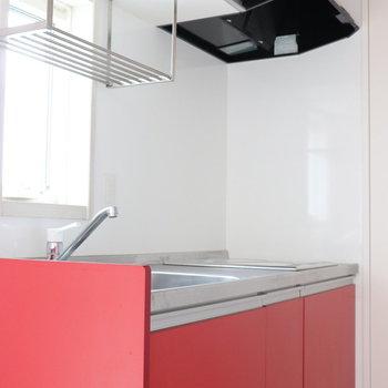 【LDK】燃えるような真っ赤なキッチン