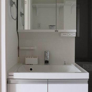 お風呂手前に洗面台