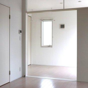 【LDK】白一色のリビングとベッドルーム