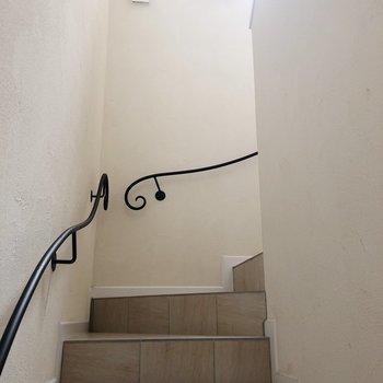 お部屋までの階段も素敵。