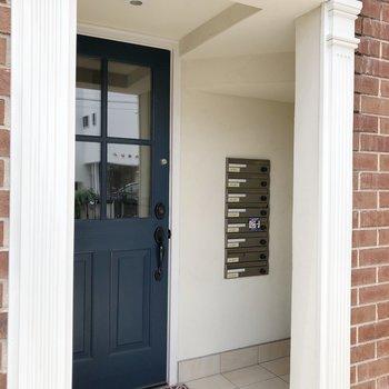 扉の前にメッセージボックスがあります。