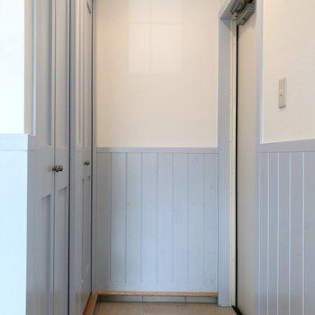 玄関にも収納が2つあります。