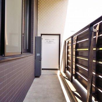 ベランダはこちらですね。※写真は2階同間取り・別部屋のものです。
