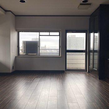 【洋室16畳】メーンとなる洋室。16畳の広さがあります。