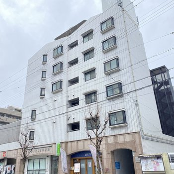 【外観】今回のお部屋は最上階の9階です。