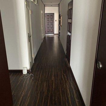 【廊下】LDK側から見た廊下です。