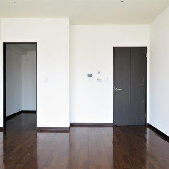 長方形なので家具も置きやすそう(※写真は14階同間取り別部屋、清掃前のものです)