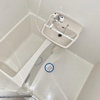 お風呂は洗面台とのユニットです。(※写真は7階の同間取り別部屋のものです)
