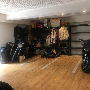 完全室内のバイクガレージ!(※別途料金有)