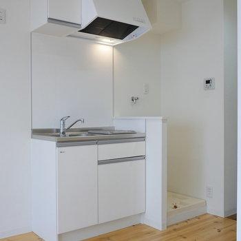 キッチンと、洗濯機置場が隣り合わせ。