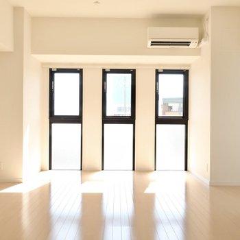 仲良し三つ子ちゃんの窓がシンボル。(※写真は9階の同間取り別部屋のものです)