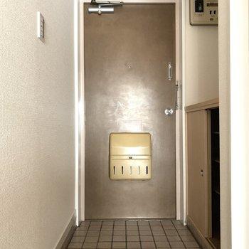 玄関はちょうどいい広さかな。(※写真は5階の同間取り別部屋のものです)
