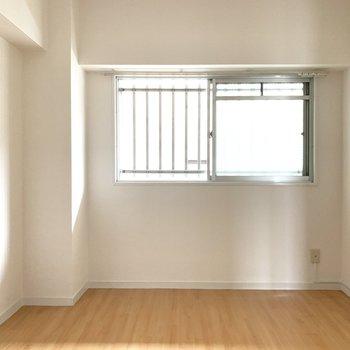6帖の洋室は寝室にしようかな。(※写真は5階の同間取り別部屋のものです)