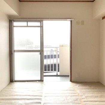 リビングのお隣は6畳の和室です。(※写真は5階の同間取り別部屋のものです)