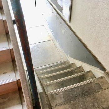 1階だけど、4段登ります。