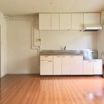 キッチンは壁付けに。窓も近いので、お料理の匂いがこもりません。