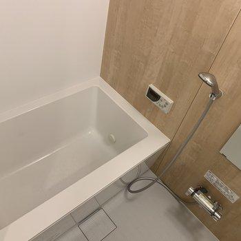 追い焚き付きの新品浴槽にチェンジ〜!
