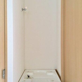 洗濯機置き場はオープンです。(※写真は清掃前です)