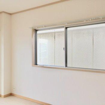 角部屋だから、窓が2つ。(※写真は清掃前です)