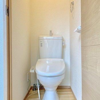 シンプルなウォシュレット付きトイレです※写真は前回募集時のものです