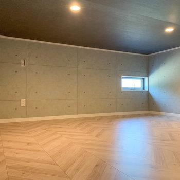 【ロフト】約8帖と広ーい、屋根裏収納的な空間。